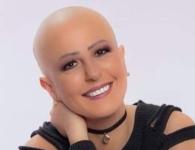 ظهرت حليقة الرأس.. تعاطف مع إعلامية مصرية مصابة بالسرطان