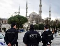 اعتقال 3 أجانب متنكرين بزي الشرطة لسرقة السياح في إسطنبول
