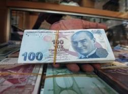 الليرة التركية تواصل الانخفاض أمام الدولار والعملات الأخرى