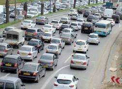الجزائر تقرر إلغاء الحظر على استيراد السيارات