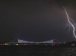 البرق يقتل رجلاً مسناً في اسطنبول