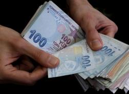 الليرة التركية تعاود الانخفاض أمام الدولار