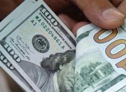 الدولار يتجه لتسجيل أسوأ أداء في أغسطس منذ خمس سنوات