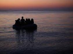 أمّ لبنانية تتخلى عن جثة ابنها في البحر للبقاء على قيد الحياة