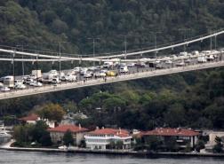 أزمة مرورية خانقة على جسر السلطان محمد الفاتح وسط اسطنبول