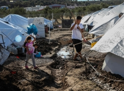 اليونان تنشر حاجزا حديديا لمنع تدفق المهاجرين من تركيا