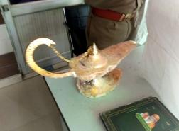 طبيب هندي يشتري مصباح علاء الدين بـ41 ألف دولار