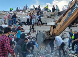 البدء بإنشاء مدينة حاويات لاستيعاب المتضررين من زلزال إزمير