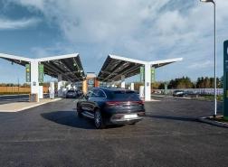 بريطانيا تفتتح أول محطة لشحن السيارات الكهربائية