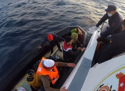 تركيا تنقذ ما يقرب من 80 مهاجرا غير نظامي في بحر إيجة