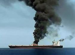 انفجار يصيب سفينة لنقل السيارات في خليج عُمان