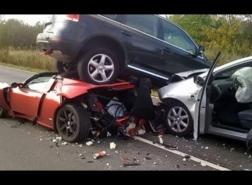 كارثة على الطريق في جنوب القاهرة.. مصرع 18 شخصا بحادث سير