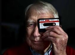 وفاة مخترع شريط الكاسيت عن عمر 94 عاما