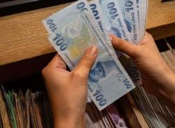 الليرة التركية تواصل مكاسبها بعد أن رفع البنك المركزي أسعار الفائدة