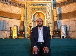 كبير أئمة مسجد آيا صوفيا يتدخل لدعم العملة التركية
