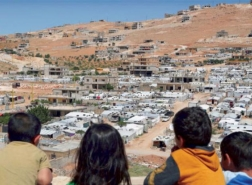 وفاة أربعة لاجئين سوريين جراء البرد في منطقة جبلية بشرق لبنان