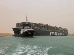 نجاح محاولات تعويم السفينة الجانحة في قناة السويس