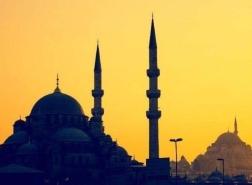 دولة خليجية تخالف جيرانها وتركيا في أول أيام شهر رمضان