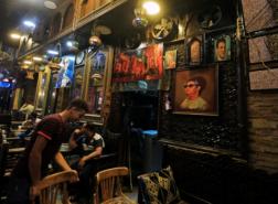 مصر تغلق المقاهي والمحال التجارية عند الـ 9 مساء