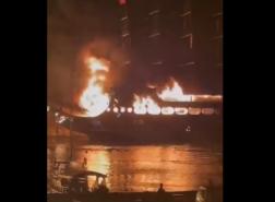 حريق هائل يلتهم أربع سفن سياحية في أحد المنتجعات التركية