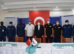 الكويت تهدي تركيا 6 سيارات إطفاء بمعداتها