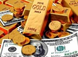 الذهب يعوض بعض خسائره على حساب الدولار