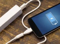 ابتكار يوفر الكهرباء للهاتف دون الحاجة لمقابس.. هل حان وداع الشاحن؟