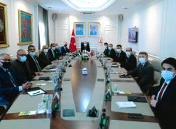 مسؤول تركي يعد بحل مشكلات الفلسطينيين في إسطنبول