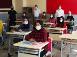 الاتحاد الأوروبي: دمج 700 ألف طالب سوري في النظام التعليم التركي