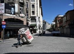 حملة تستهدف جامعي الورق الأجانب في إسطنبول.. الترحيل مصير المئات