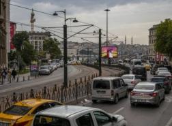 محطات الوقود في تركيا تستعد لأسعار من رقمين مع هبوط الليرة