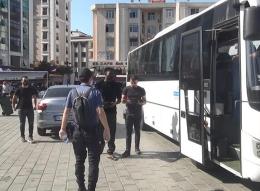 حملة تفتيش في إسطنبول..اعتقال 300 أجنبي مخالف لنظام الإقامة في أسنيورت