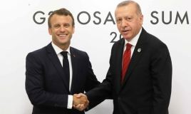 ماكرون يتراجع عن لهجة التصعيد ضد أردوغان: عزيزي طيب
