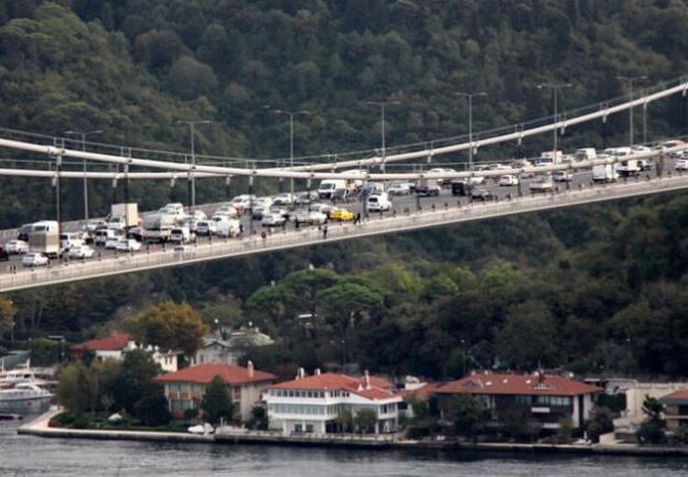 جسر السلطان محمد الفاتح وسط اسطنبول - أرشيف