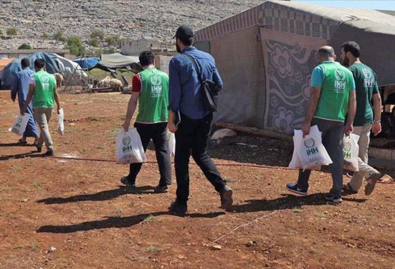 جانب من توزيع المساعدات-الأناضول