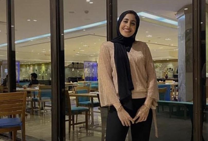 الفتاتالفتاة مريم محمد عمرها 25 سنة وموظفة في البنك الأهلي - أرشيف