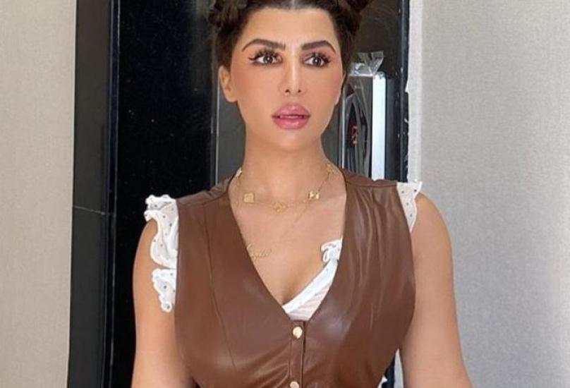 المذيعة اللبنانية سازديل