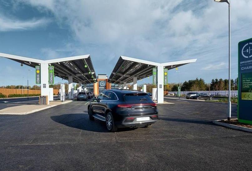 محطة لشحن السيارات الكهربائية ببريطانيا