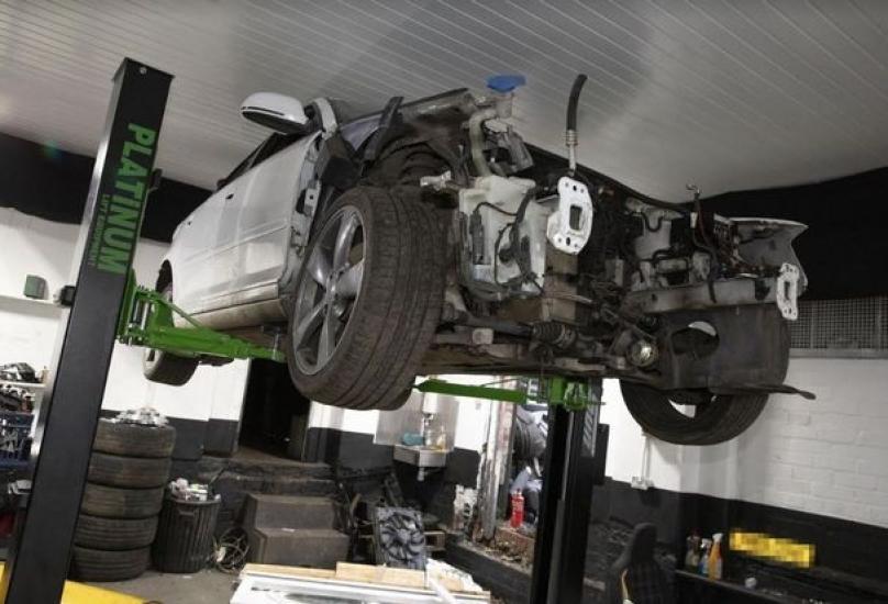 عثر المحققون على أجزاء يعتقد أنها من سيارات مسروقة للبيع على الإنترنت - أرشيف