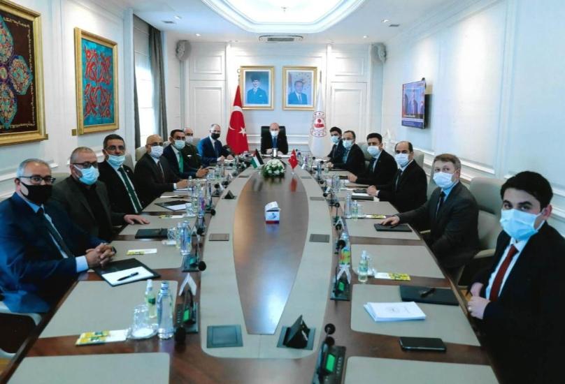 جانب من لقاء السفير الفلسطيني ورؤساء الجالية الفلسطينية مع وزير الداخلية التركي