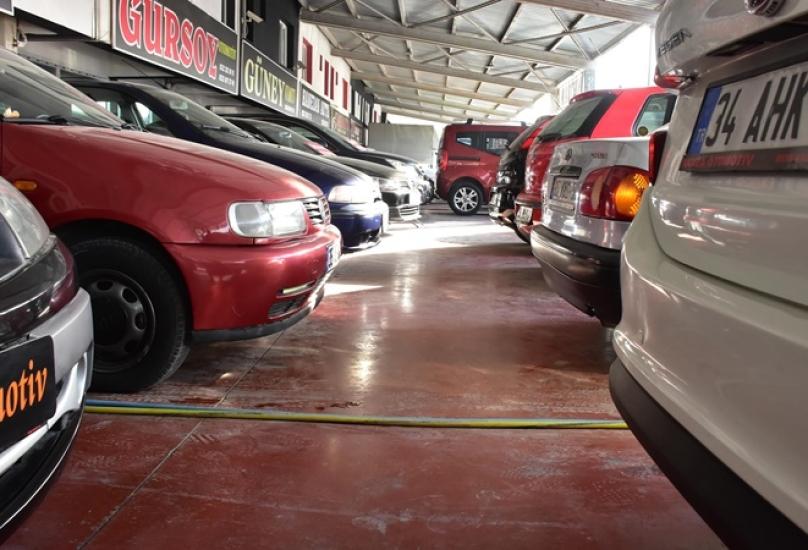 مصانع السيارات التي أغلقت بسبب الوباء بدأت في الإنتاج بسرعة واستنفدت الرقائق