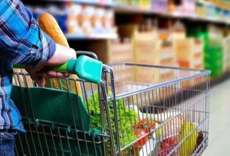 الداخلية : لن يُسمح ببيع أي منتجات في الأسواق باستثناء الاحتياجات الأساسية الإلزامية للمواطنين