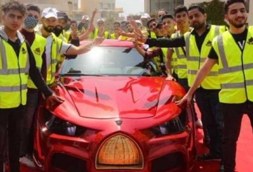 سيارة القدس رايز التي تحمل شعار قبة الصخرة في مقدمتها