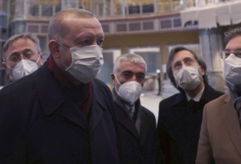 أردوغان خلال زيارته مسجد تقسيم أثناء أعمال البناء