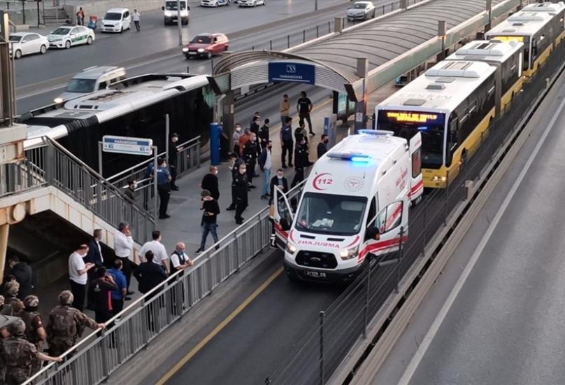 شخص بحوزته سكينا يحتجز ركاب حافلة بإسطنبول