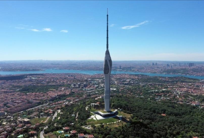 يقع برج تشاميلجا في منطقة أسكودار الساحلية