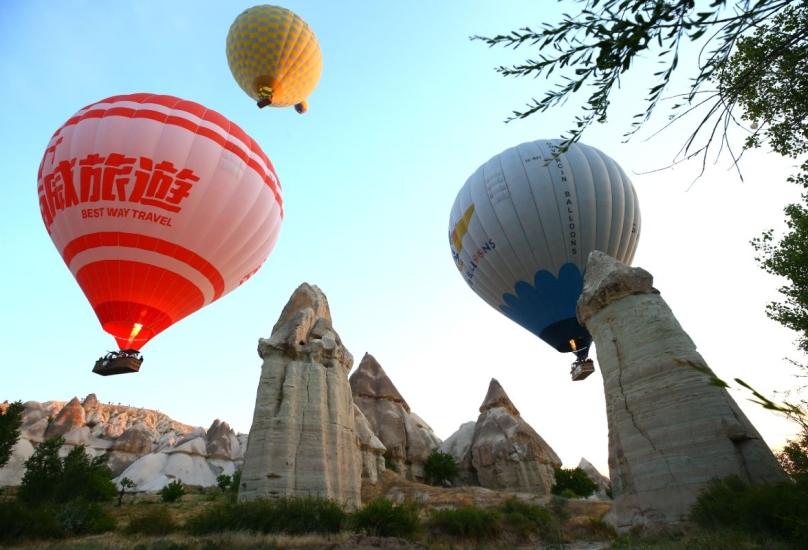 تزايد الإقبال على رحلات المناطيد الحرارية في الأيام الأخيرة، مع ازدياد عدد السياح-الأناضول