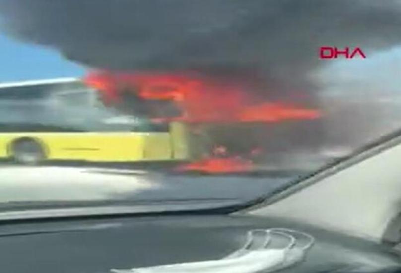 الحافلة تحولت إلى رماد بعد اندلاع النيران فيها