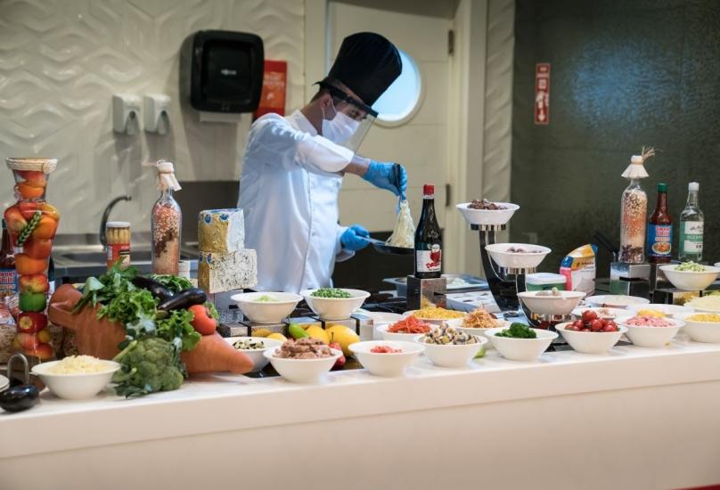 أحد مطاعم أنطاليا يقدم خدمة بوفيه مفتوح-أرشيفية